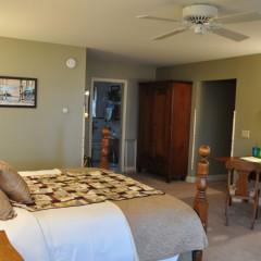 Loon guestroom towards bath